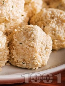 Сусамови топчета от сирене и кашкавал - снимка на рецептата